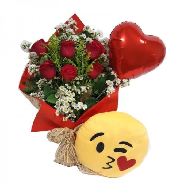 buquê 6 rosas  balão de coração Modelo e emoji beijinho