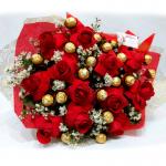 Buquê de flores rosas e chocolates